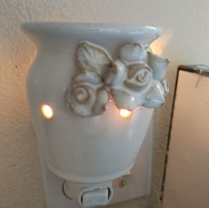 Plug in scentsy warmer
